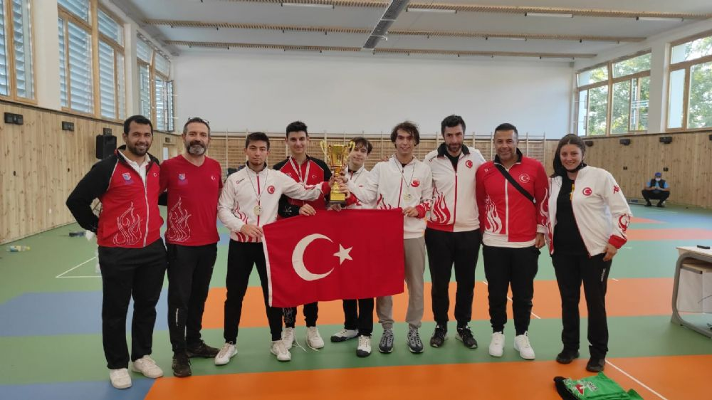 Yıldız Erkekler Kılıç'ta Türkiye Şampiyon