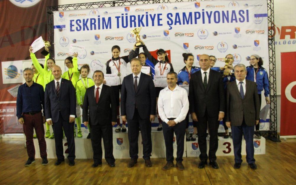 Türkiye Şampiyonasında minikler kılıç takım ve  süper minikler ferdi flöre müsabakaları oynandı