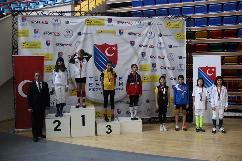 U14, U10 erkekler, U12 kızlar kılıçta madalya kazananlar belli oldu