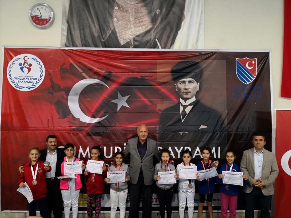 1.113 sporcu, 144 madalya, 2 farklı şehir, eskrim dolu 2 gün: Cumhuriyet Açık Turnuvası