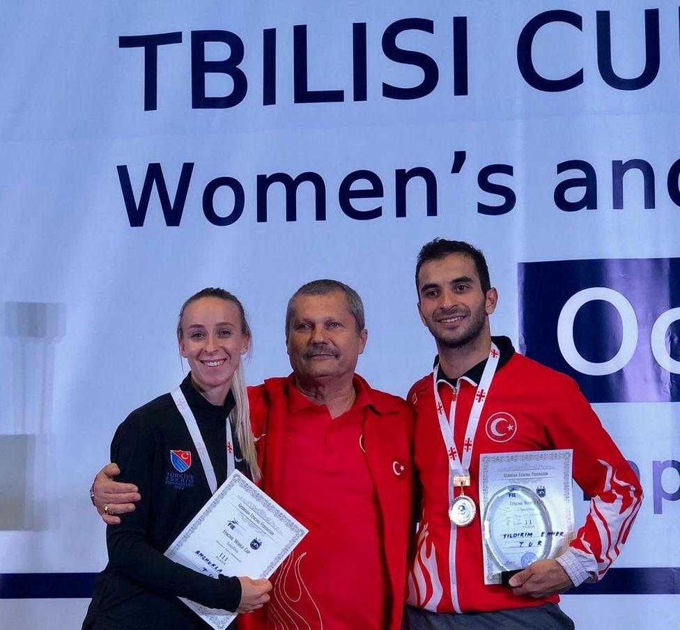 Eskrimcilerimizden Tiflis'te Bir Gümüş Bir Bronz Madalya