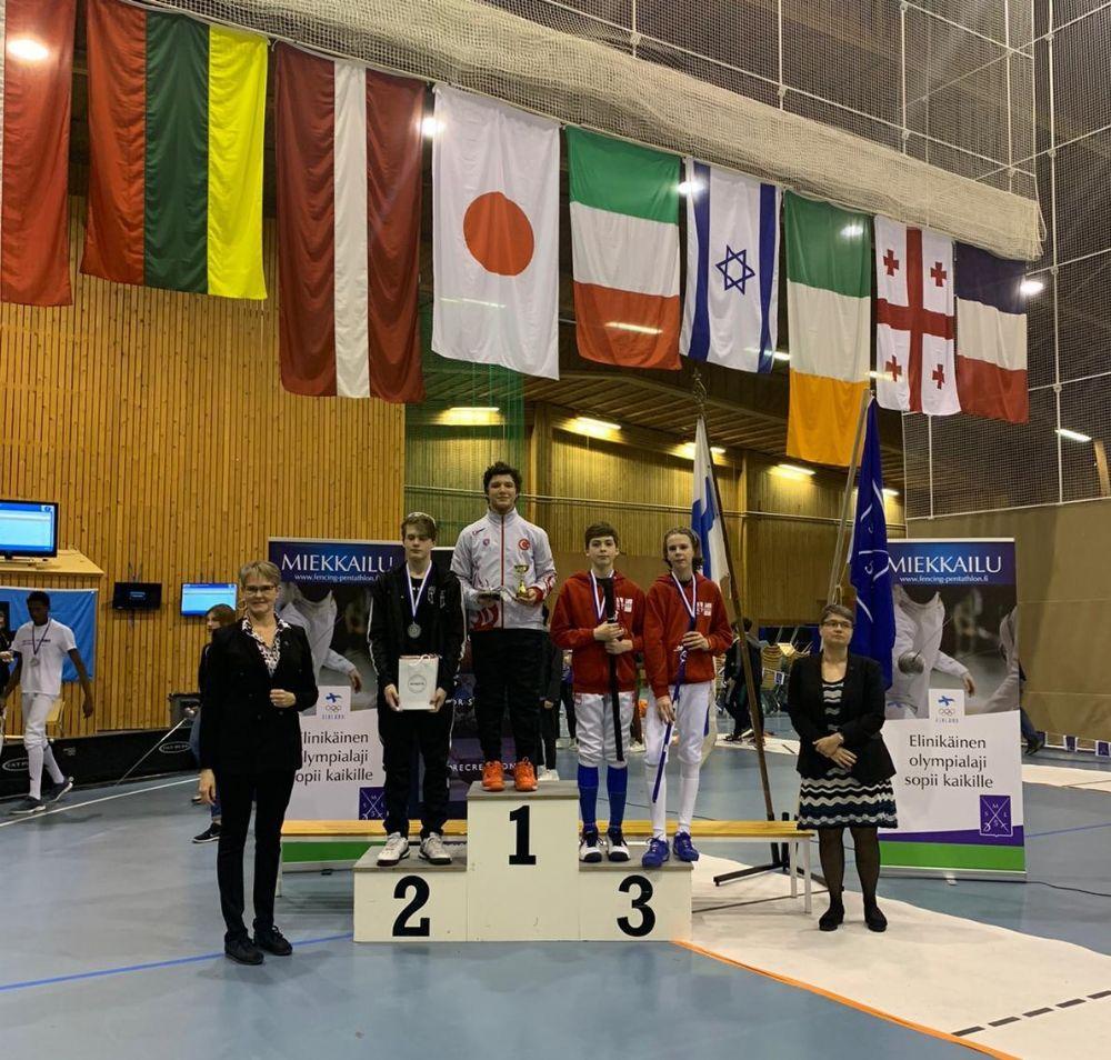 Eskrimcimiz Finlandiya'da Şampiyon Oldu
