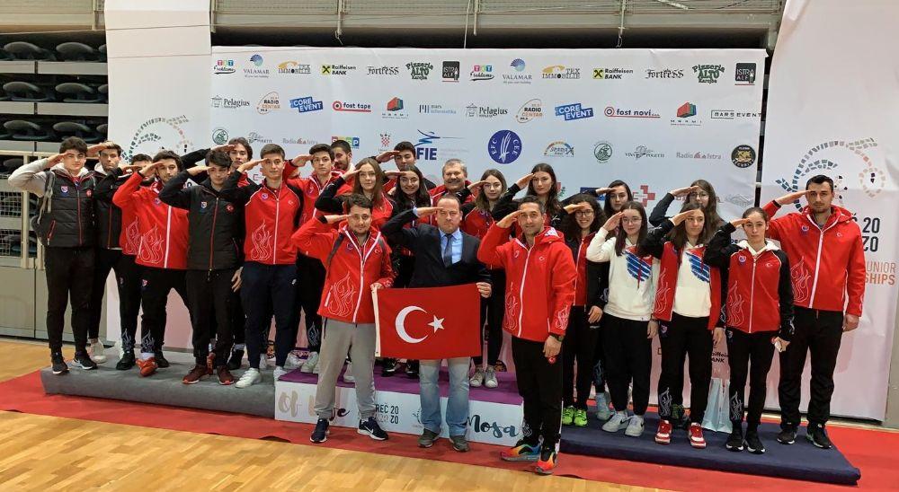 Genç Kadınlar Kılıç Takımımız Bronz Madalya Kazandı